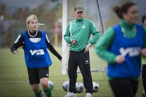 Tommie Andersson från 2010 då han förde upp Själevad till division 1. Nu är han tillbaka i klubben, men bara fem spelare är kvar från 2010. Foto: JAN DUFVA/ARKIV
