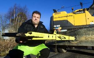 Mattias Knutssons färska dragstång som underlättar arbetet vid dikning av vägkanter. Uppfinningen kommer i dagarna ut på marknaden. Foto: Mikael Forslund