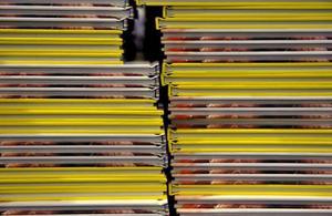 Titlarna är inte fler på årets bokrea, men bokhandeln tror att försäljningen kommer lägga sig på samma nivå som förra året.Foto: Jessica Gow/TT