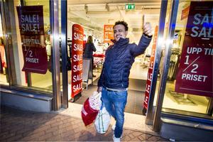 Alexander Mario gillar mellandagsrean. Varför betala dubbelt så mycket för samma varor innan jul? undrar han.