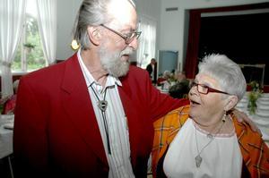 Leif Broman och Helena Ylitalo var med och höll i trådarna när Hörkens PRO firade 50-årsjubileum i Ställbergs Folkets hus.  BILD: INGVAR SVENSSON