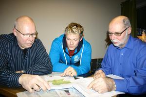 Anders Häll, Magnus Eliasson och Sven Larsson är starkt emot storskalig industriell vindkraft och menar att storleken på verken, 185 meter, kommer att förstöra intrycket av Kilsbergen.
