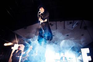 Den frackklädda rockkvintetten The Hives levererade en fartfylld konsert som gick hem hos både publik och recensent.