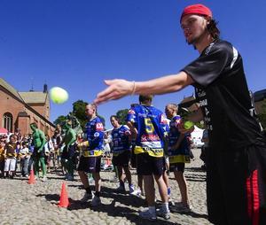 Pricksäker. Jonas Adriansson IBF Falun tog sitt lag till en andra plats i bollkastningen.