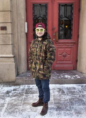 Filip Jacobsson, 19 årBor: LugnvikArbete: Mellan jobb– Jag mår bra av att vara med vänner och av att resa, att resa runt i hela världen. Att spela tv-spel är också någonting jag mår bra av. Jag äter ingenting speciellt utan jag äter det jag tycker är gott och sedan vill jag förstås vara med min flickvän.
