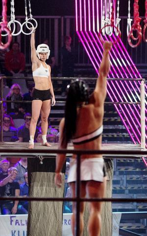 Marika Ögren, i vitt, ställdes mot ett flertal gladiatorer. I kväll, lördag, ses hon i tv-rutan.