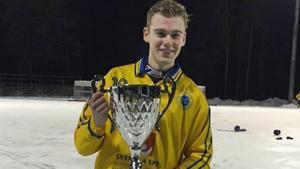 Jesper Norrman med VM-pokalen.