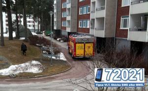 Brandkår, polis och ambulans ryckte ut till Jakobsgatan på Pettersberg på onsdagseftermiddagen. FOTO: LÄSARBILD/DANIEL ERIKSSON