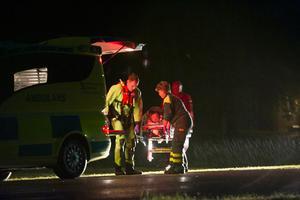 Mannen var kraftigt nedkyld och fördes med ambulans till sjukhus.