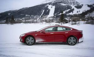 Tesla har testats i det nordiska klimatet och värmen i bilen tar cirka 10 procent av energin på en normal vinterdag.