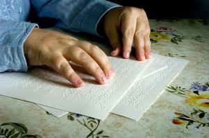 Punktskriften är en förutsättning för goda kunskaper i grammatik och stavning, för den som är synskadad. Det konstaterar insändarskribenten. Foto: Esbjörn Johansson