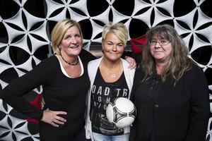 Eva Pettersson, Karin Fridell och Åsa Dalfrén knackade dörr för att få ihop spelare till ett lag i Storsjöcupen 1977.    – Vi hade otroligt kul i laget och man fick verkligen kamrater för livet, säger Eva Pettersson.