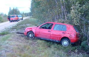 Bilen snurrade runt och blev stående på hjulen.