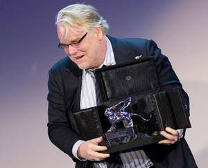 Philip Seymour Hoffman tog emot Silverlejonet för bästa regi i Paul Thomas Andersons ställe.