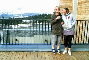 För Minna Sjöblom från Björnänge och Ulrika Frisk, Åre, var det både första och sista brunchen på Copperhill. Maten var jättegod och de hoppas verkligen att hotellet får ordning på ekonomin så de kan komma igen till vintern. Foto: Elisabet Rydell-Janson