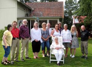 Det är 90 år mellan bilderna. Med på båda bilderna är dottern Britta Jonsson, 98 år.