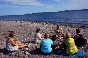 Reflektion i grupp ute i Norrfällsviken – vad kan vi om jordens skapelse och tidslinjen?