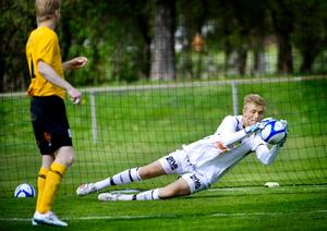 BK Forwards målvakt Jacob Rinne kommer att provspela med Everton.