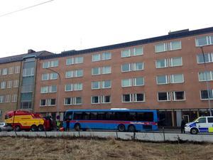Bussen fick sedan bärgas från platsen.