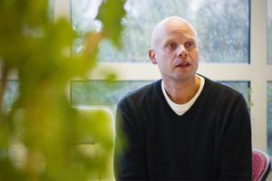 Handledning på Kompassen bistår bland andra Anders Larsson med. Han hoppas att fler ska ta del av den fina service som nu erbjuds på Utvecklingscentrum.
