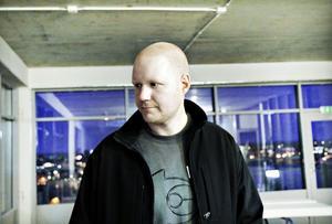 STUDIEBESÖK. Nicklas Norin är fastighetsägare från Hudiksvall. Han besökte Fullriggaren för att få veta mer om hur han ska montera solceller på sina fastigheter.