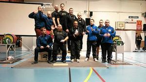 SM-lyftare. Från vänster Sundsvalls AK (silver), Sundbybergs TK (guld), Nora Atletklubb (brons), Södertälje AK (fyra). Foto: Privat.