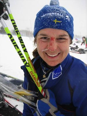 Marie Ohlsson kraschade och slog ansiktet i kartstället under lördagens medeldistans där hon slutade nia. Klart roligare var gårdagen där det blev ett guld i stafett.
