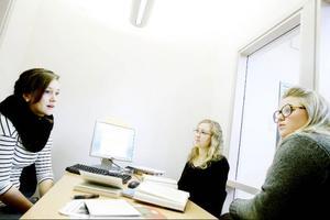 Ylva Holmberg, Elin Forsell och Åsa Karlgård tycker att grupprummen är bra överlag men att vissa kan upplevas som trånga och inte helt optimalt planerade.