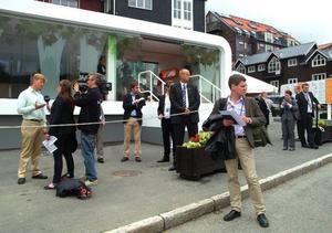 Under EU-mötena i Åre i juli stod Banverkets mobila spårbilsstation på Åre torg och de tillresta EU-ministrarna kom på studiebesök. Om en dryg vecka vet vi om Åre anses som lämplig ort också för en pilotbana.  Foto: Elisabet Rydell-Janson