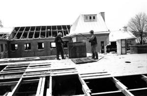 Den 11 januari 1972 var rivningen vid Stortorget i Gävle i full gång. Sjöbergs Garn och Saga-biografen offrades till förmån för det nya Domusvaruhuset.