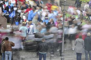 En av vätskekontrollerna vid årets Vårrus fanns vid hörnet av Stora Torget, det var många som bara rusade förbi som man nästan kan se på bilden, det syns tydligt vilka som tog det lite lugnare än andra.