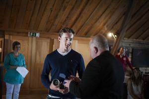 Hjalmar Halvarsson, BIS, tog emot jubileumspokalen för pojkar.