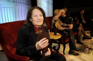Förra årets Augustpristagare Sigrid Combüchen skriver sina böcker på datorn, men tvingades för en tid sedan gå över till penna och anteckningsblock efter ett datorhaveri. Foto: Anders Wiklund/Scanpix