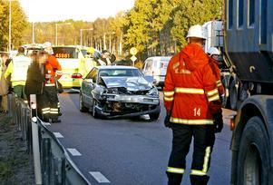Två kvinnor skadades i en trafikolycka på Tvärleden.