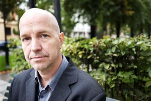 Den svenske författaren och journalisten Gellert Tamas diskuterar