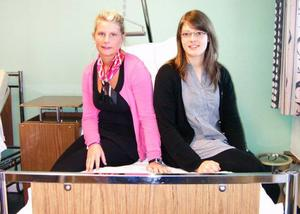 Hotingtjejerna Emilinda Wallin och Elina Näslund har samlat in pengar som gått till en transportabel sug med tillbehör som de själva ska åka med till en barnavdelning på sjukhuset i Lahdenpohja i Ryssland.