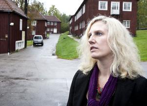 Rektor Sofie Wiklund är mitt i en intensiv onsdag, då personal och elever ska ges information om den förestående flytten till Borlänge. Sju-åtta anställda varslas också om uppsägning.