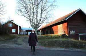 Eva Nordfjell och hennes gård i Skattungbyn.