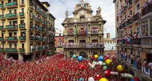 Tusentals slöt upp på Pamplonas torg när San Fermin firades i helgen.