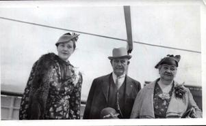 Med föräldrarna vid Sverigeresan 1938, där Blanche både blev upptäckt och började få grepp om det svenska språket.