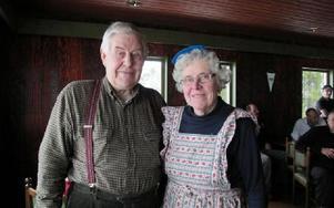 I 41 år har Olle och Inger Eriksson skött skidanläggning vid Hillerboda. I våras avtackades de sedan de lämnat över skötseln till föreningarna. I år hedrades de med Hederskråkan för sina insatser.FOTO: MARIA SVENSSON/ARKIV