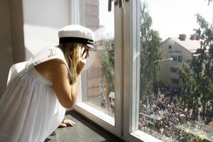 Var är ni? Jonna Ahrreman försöker hitta sin familj strax före utspark.