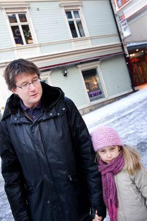 Jan Hansson och Magda Aspholm– Jag tror säkert att jag kommer att spendera lika mycket på nästa semester. Som läkare jobbar jag i en bransch där tillgång på jobb finns hela tiden och man kan nästan säga att ju sämre tiderna är desto mer blir det att göra. Det blev ett par utlandsresor 2008 och så kan det bli igen 2009, säger Jan.