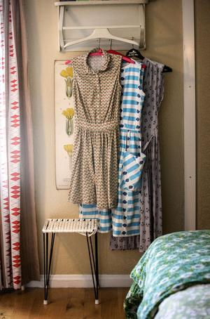 Erika klär sig gärna i tidstypiska kläder från 50- och 60-talet också.