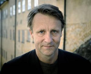 Tomas Lappalainen skriver om att stå mitt emellan ung och gammal.