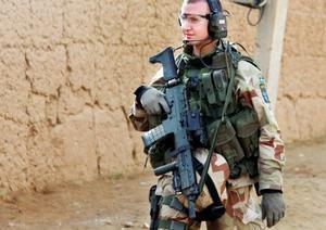 Den tungt beväpnade pluton som Joel Eriksson tillhör är de svenska Afghanistansoldaternas sista livlina om läget skulle bli riktigt allvarligt.   Foto: Daniel Janson