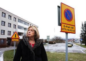 Ylva Harr, drabbad en P-bot på 500 kr, är besviken på att Mitthem anlitar har ett nollavtal med ett bolag vars enda betalning är att bötfälla hyresgäster.