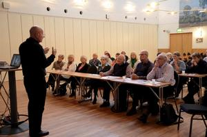 Ingen kösittare. Sven-Erik Alhem talade inför ideellt arbetande brottsofferjoursmedlemmar på Folkets Hus i Kumla.