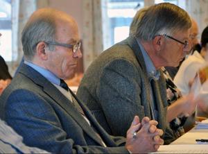 Erik Magnusson gjorde på onsdagen sitt sista kommunfullmäktigemöte. På bilden tillsammans med partikamraten Jan Nääs.