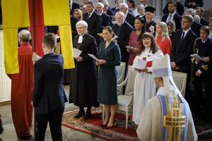 Karin Perers tog plats bredvid kronprinsessan Victoria.